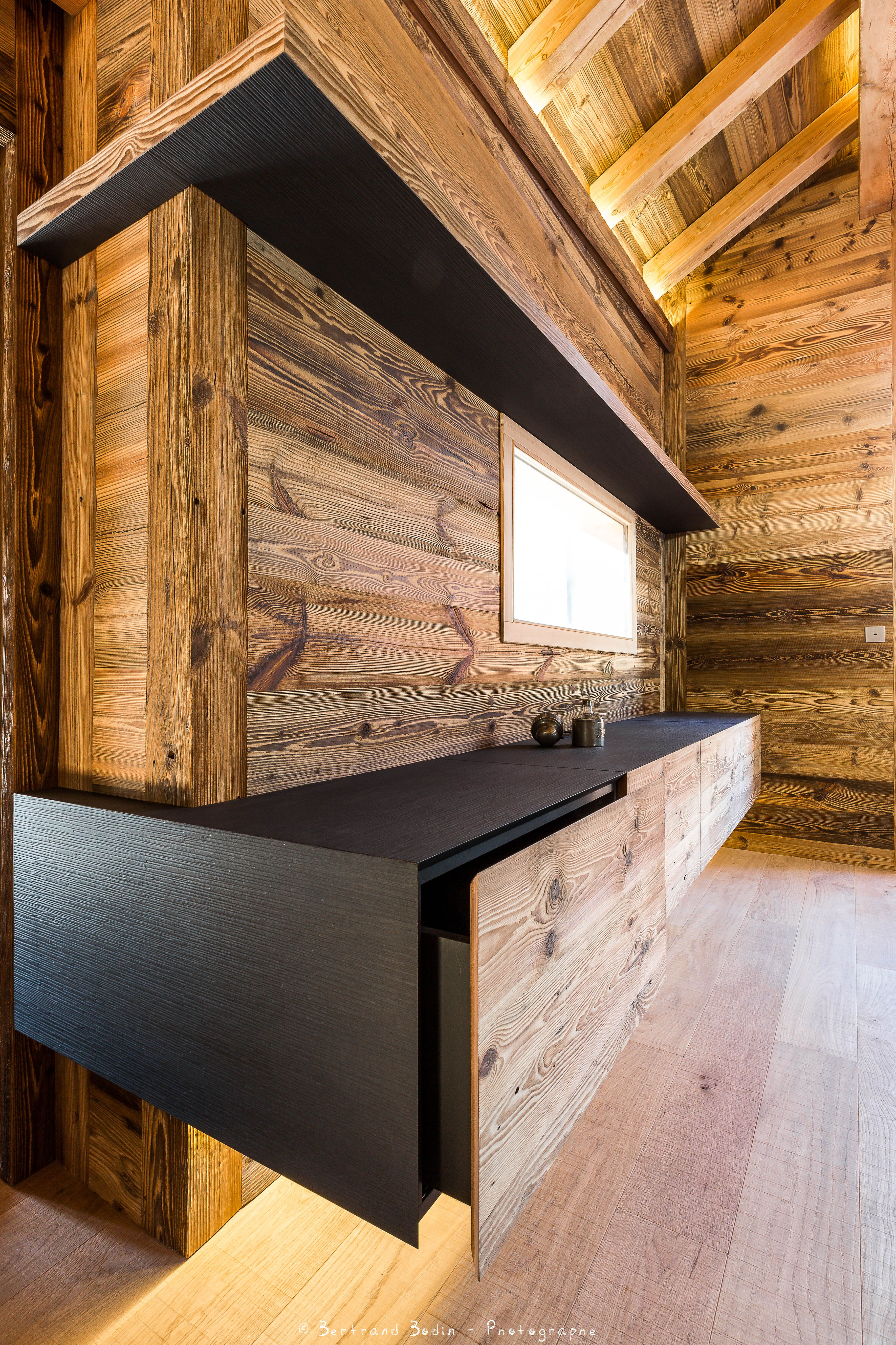 chalet montagnole mobilier atelier monts merveilles serre chevalier atelier monts et merveilles. Black Bedroom Furniture Sets. Home Design Ideas